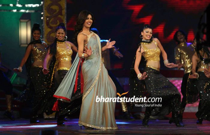 Priyanka Chopra Saree in Big Star Entertainment Awards 2010