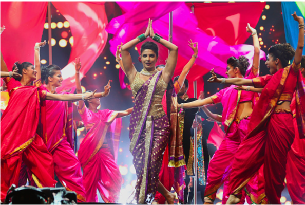 Priyanka Chopra wear Saree in Dance Performance on IIFA Awards 2016