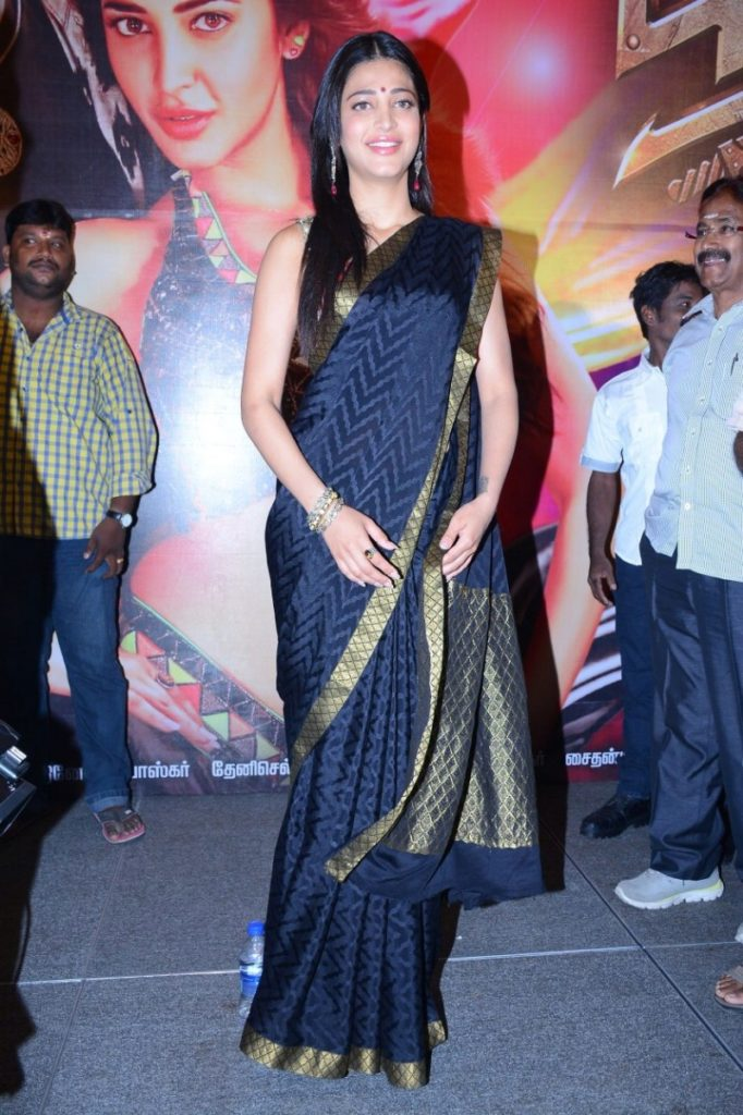 Sruthi Hasan new stills in black saree