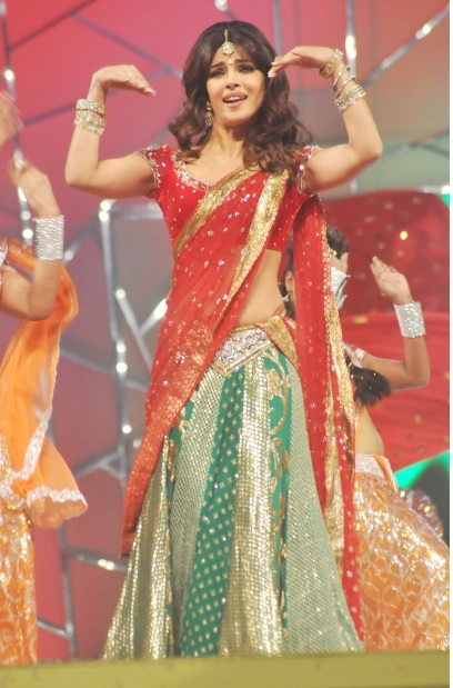 27-Priyanka-chopra-red-green-half-saree-at-Police-Umang-Show-2013