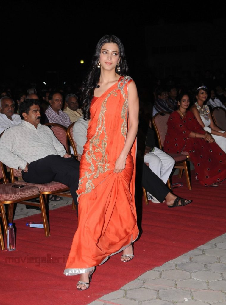Sruthi Hasan Orange saree
