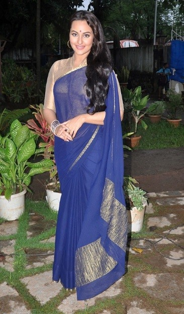6-sonakshi-sinha in Saree wearing collar neck blouse